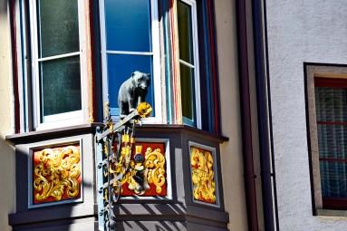 Oso escultura decoración ventanas viviendas medievales centro Rottweil