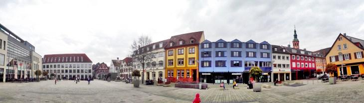 Panorámica Marktplatz fachadas colores Offenburg Selva Negra Alemania