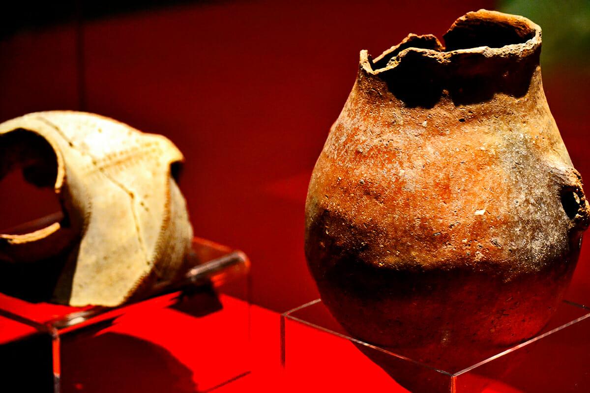 Cerámica jarrones Paleolítico exposición Museo Nerja Málaga Andalucía