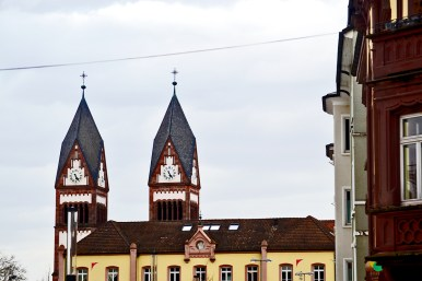 Torres reloj Iglesia Santísima Trinidad Offenburg Alemania
