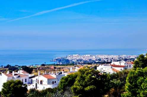 Panorámica localidad Nerja Málaga desde Cuevas Nerja