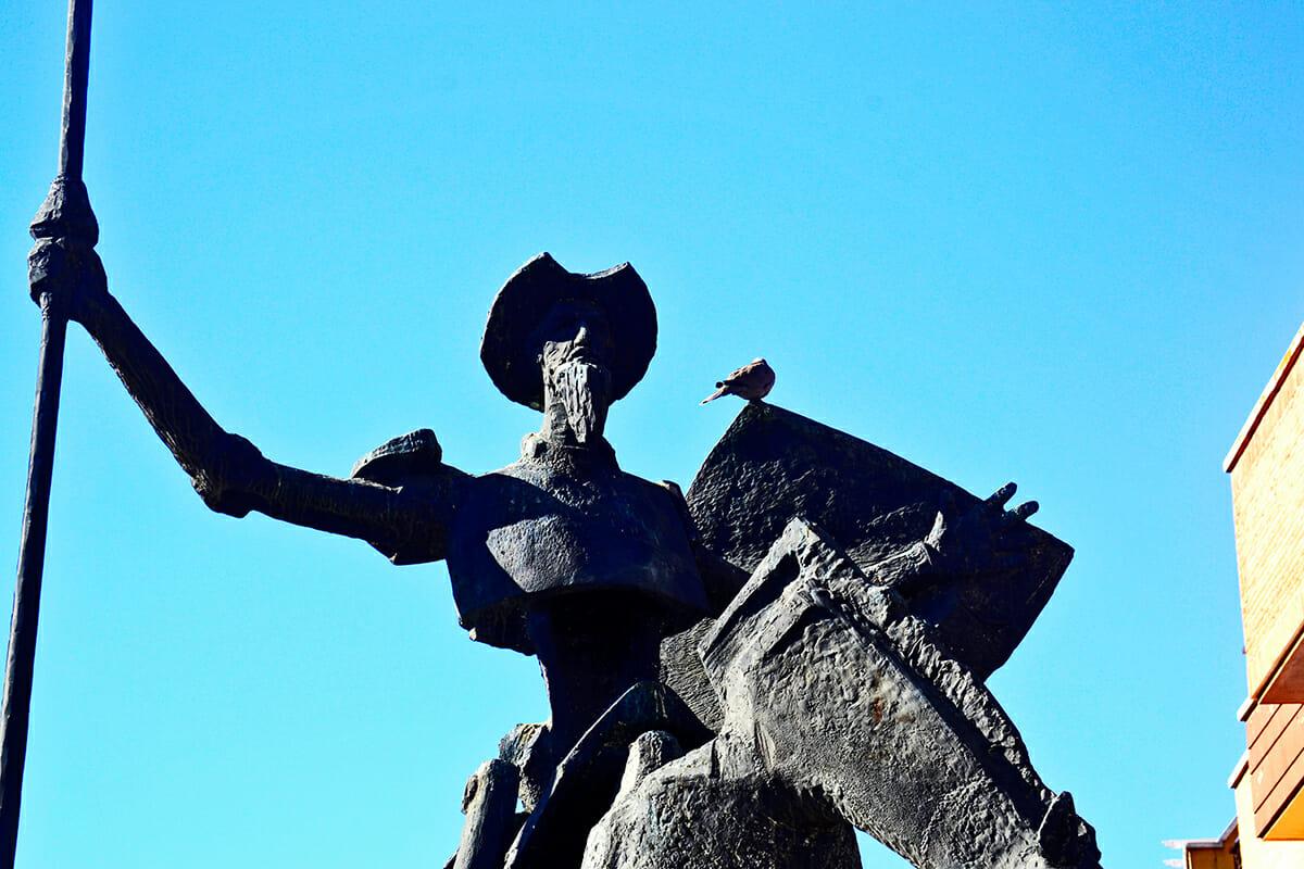 Escultura bronce Don Quijote de la Mancha Valdepeñas
