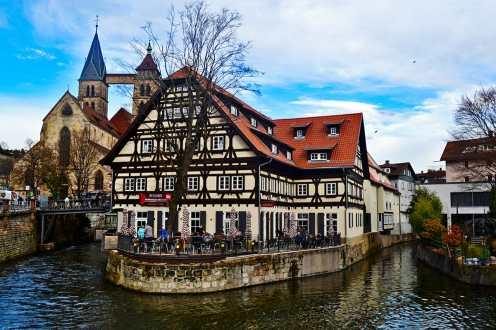 Restaurante típico Selva Negra curva río Neckar entrada Selva Negra Alemania