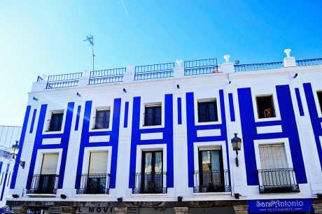 Fachadas clásicas azules Plaza Mayor Valdepeñas Ciudad Real