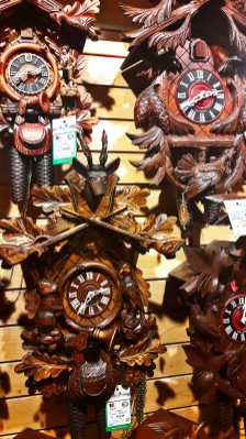 Relojes de cuco hechos a mano madera roble tienda centro Triberg Selva Negra Alemania