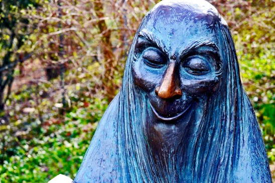 Escultura viejo cuentacuentos Märchengarten Ludwigsburg Alemania
