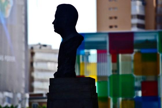 Busto sombra escultura sombra Centro Pompidou Málaga imagen