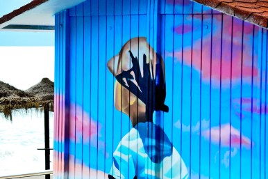 Graffiti niño mirando playa Malagueta imagen