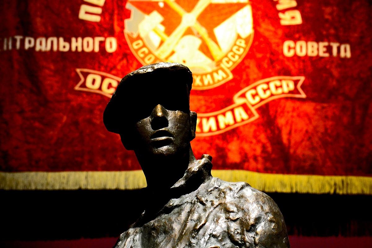 Soldado soviético revolución bandera URRS imagen