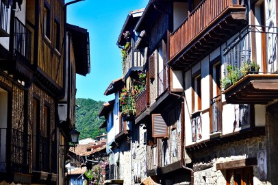 Calles balcones madera Mogarraz Salamanca