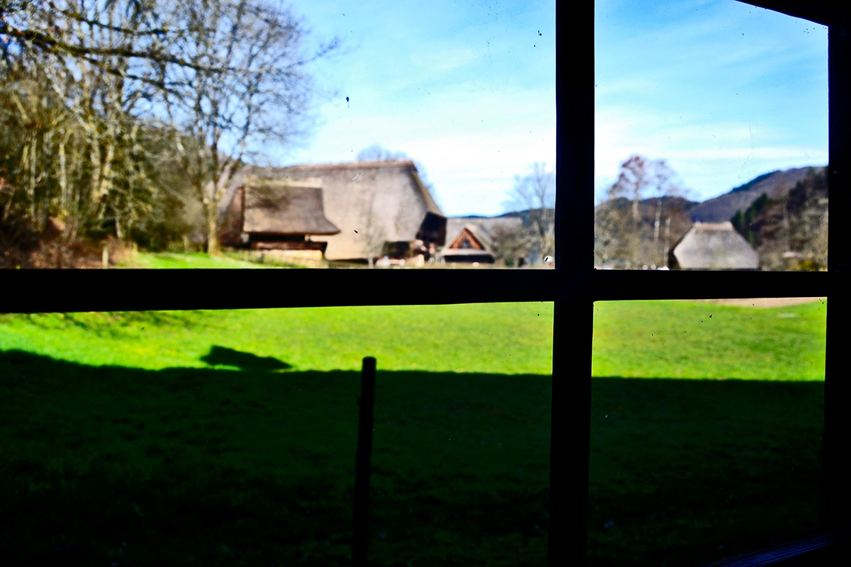 Visión ventana interior vivienda Museo al Aire Libre Selva Negra Gutach Alemania