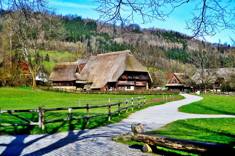 Panorámica viviendas Museo Aire Libre Selva Negra Gutach Alemania