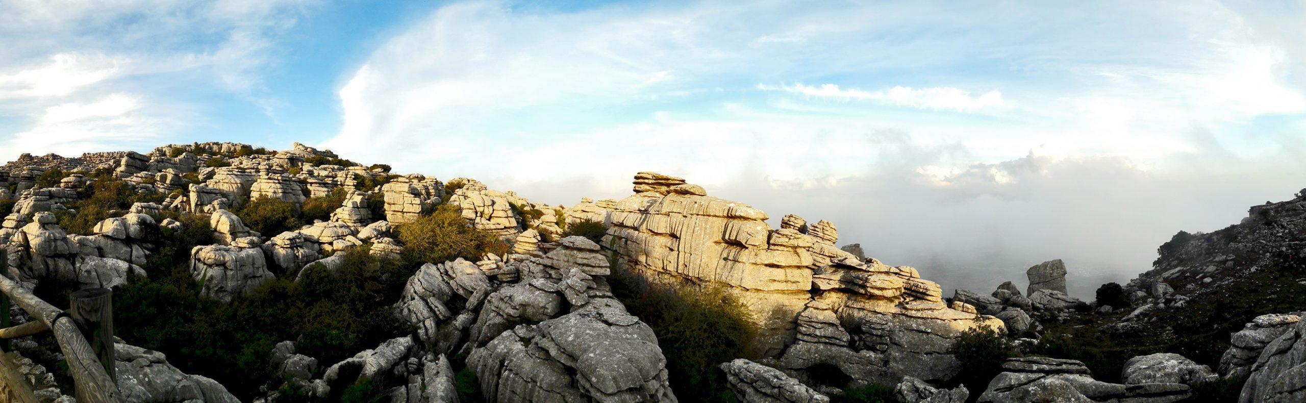 Panorámica montañas piedras kársticas Paraje Natural Torcal Antequera