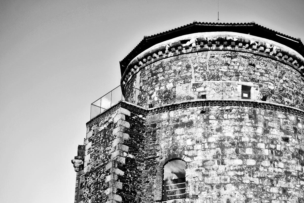 Perfil Castillo de los Duques de Alba blanco y negro