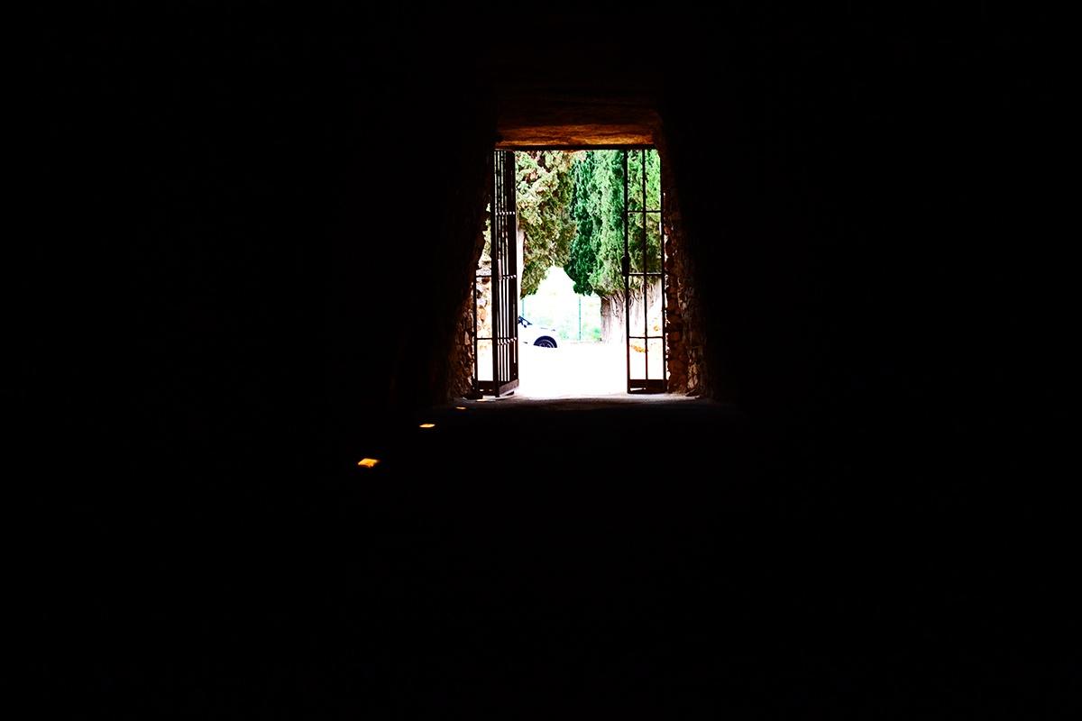 Interior oscuro dólmen Antequera