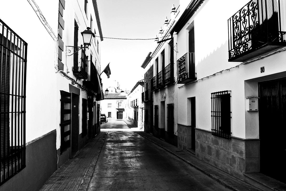 Calle tradicional Villanueva de los Infantes blanco y negro