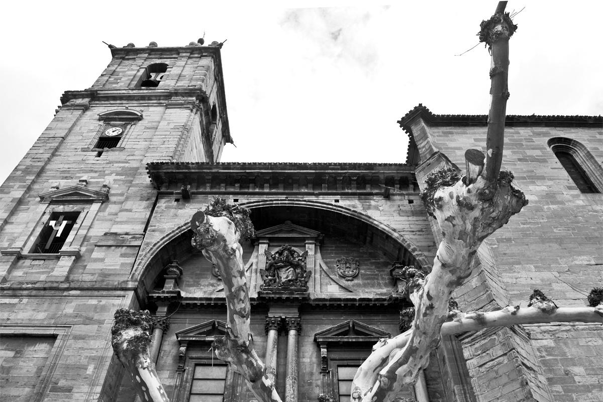 Fachada barroca iglesia Navarrete blanco y negro