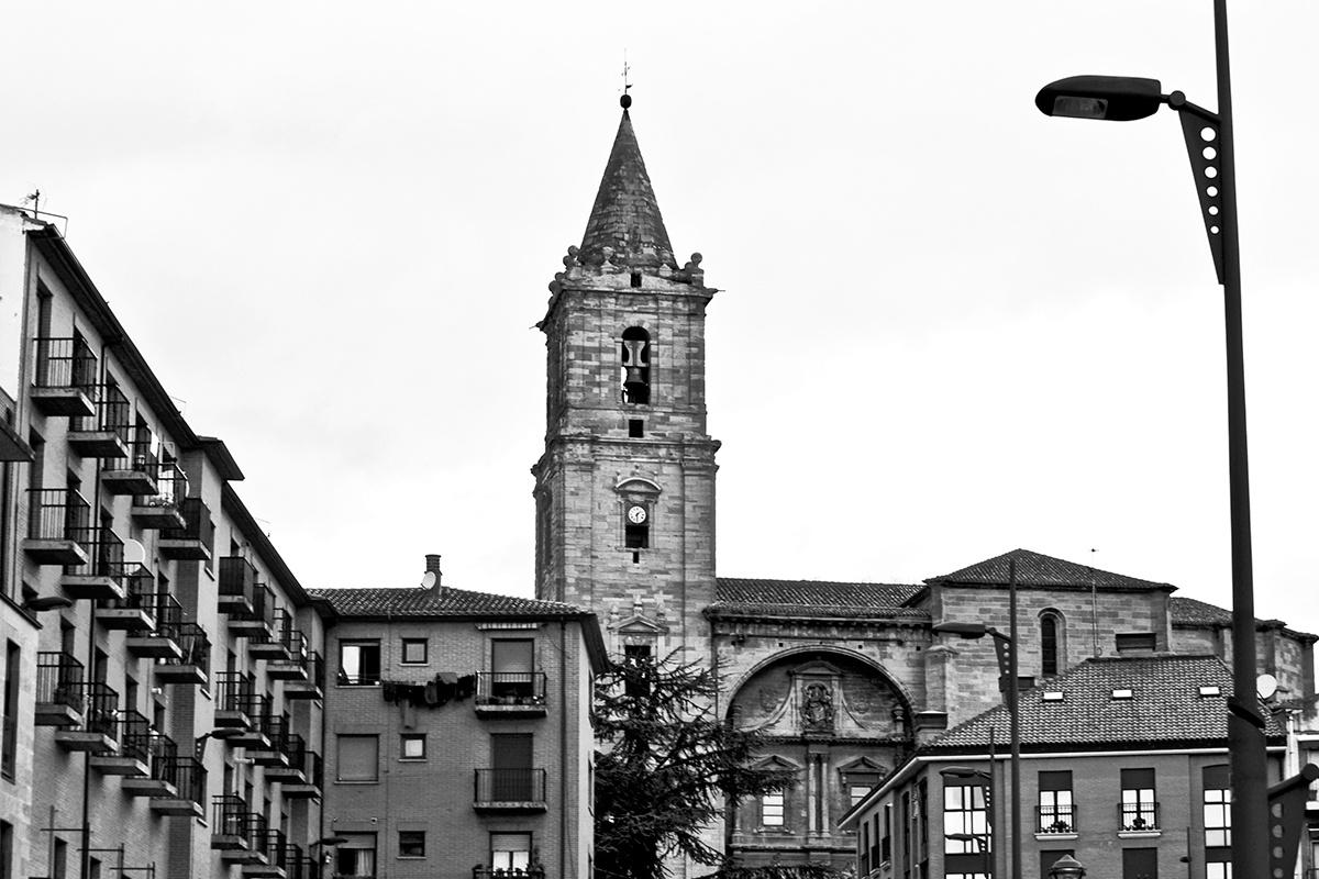 Edificios torre iglesia Navarrete