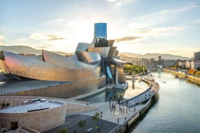 iStock-1184026585. Museo Guggenheim (Bilbao)