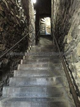 escalinata interior a la Torre del Homenaje