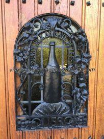 puerta entrada abadía Leffe, Bélgica, frente al parking