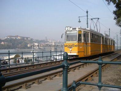 tranvía de la L2, recorre gran parte de Budapest