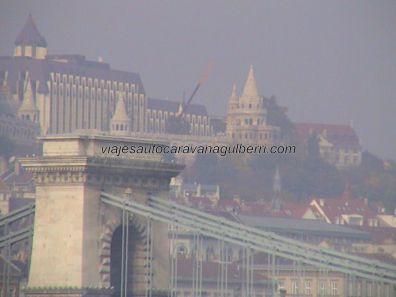 Puente Cadenas, al fondo Bastión Pescadores
