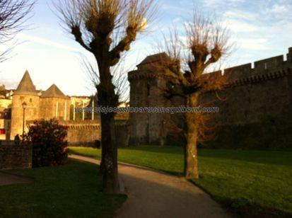 llegamos al Castillo de Fougères, el más grande de Francia de los visitables