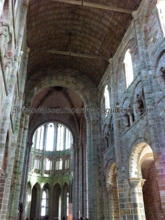 nave central de la iglesia abacial, todo muy espartano