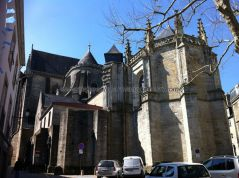 primera vista de la catedral tras acceder al recinto amurallado