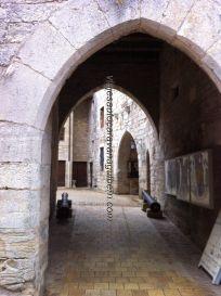 arcos de la muralla, arco ornamentado con cañones; entrada a patio