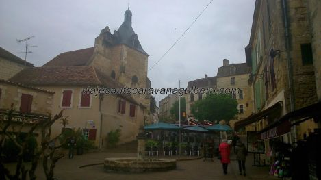 Iglesia de Saint Jacques en la Place Pelissiére