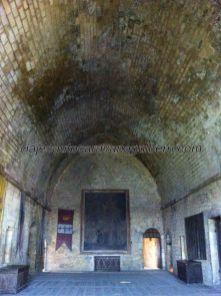 salón principal (o del reino) del castillo, donde se reunían los señores feudales de la comarca para debatir sus cuitas; al fondo, el pendón de Sarlat