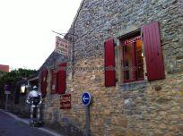pizzería (es llamativa la proliferación de pizzerías en todos los pueblos franceses, quizá sea a consecuencia del incesante turismo) templaria, nada más entrar en la bastida