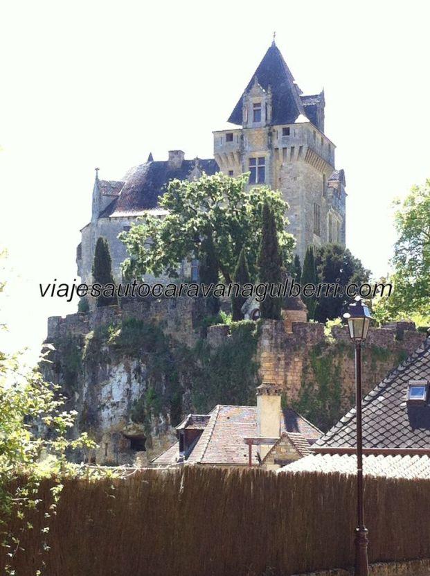 el Castillo de Monfort es privado, no se puede visitar, lo cual no impide disfrutar del romántico aspecto que conforma con el pueblo