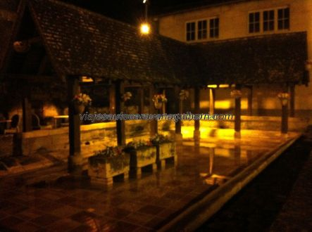 imagen nocturna del refrescante patio de la mañana; nos despedimos, hasta una próxima y segura visita, hasta siempre Saint Emilion, nos volveremos a ver!!!