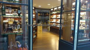 vista general de una tienda, la 'cultura del vino' aquí está a flor de piel por doquier