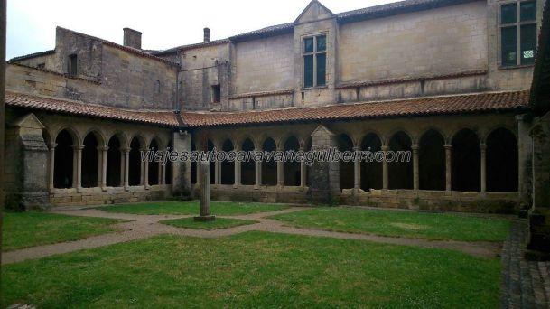 claustro de la colegiata