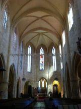 nave principal, altar y vidrieras, de la catedral