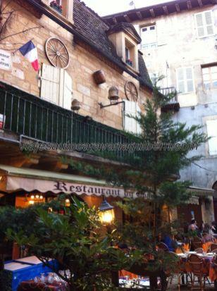 esta zona antigua está ahíta de acogedoras terrazas en preciosas y pequeñas plazas