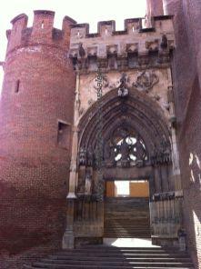 otra imagen del baldaquino de acceso a la catedral