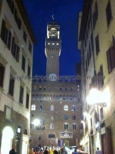 Palazzo Vecchio, sede del Ayuntamiento, con su esbelto campanario, desde donde se convocaba a los vecinos a asamblea