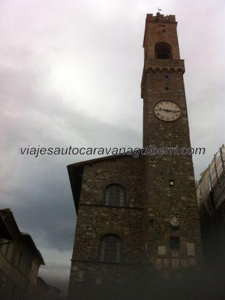 torre medieval del Palazzo Comunale, sede del Ayuntamiento de Montalcino, en Piazza di Popolo