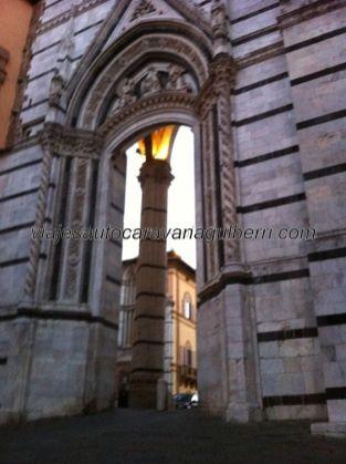 y llegamos a la trasera de la Catedral de Siena