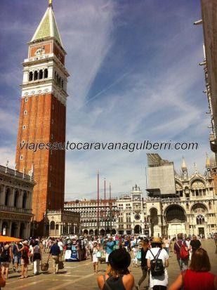 Campanile, Piazza San Marco, Torre dell'Orologio y Basilica San Marco; y la inevitable y permanente marea humana