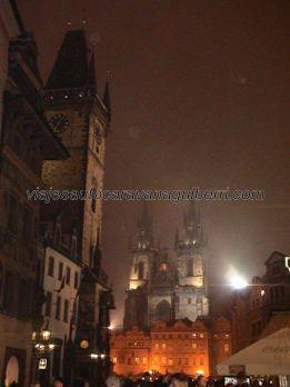 Plaza Ciudad Vieja por la noche, impresiona....