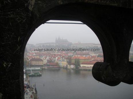 Río Moldava, la Catedral de San Vito y el Castillo al fondo