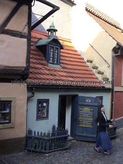en esta casita del Callejón del Oro vivió Franz Kafka