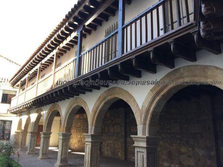 patio acceso Convento Dueñas