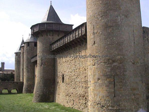 murallas y foso de la ciudadela